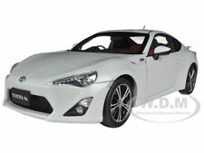 "TOYOTA 86 GT ""LIMITED"" ASIAN VERSION RHD PEARL WHITE 1/18 MODEL BY AUTOART 78773"