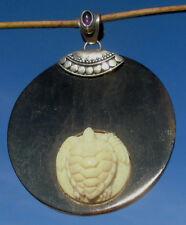 Schildkröte aus Bein geschnitzt auf Büffelhornplatte - Silber 925 mit Amethyst