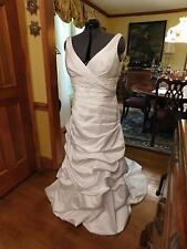 BEAUTIFUL DAVID'S BRIDAL WHITE RUCHED WEDDING GOWN PLUNGING NECKLINE SIZE 16