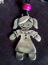 Colgante niña en plata tibetana fucsia + REGALO cordón