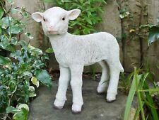 34 cm de haut standing Sophie moutons Maison Jardin Résine Ornement Lottie l'agneau ferme