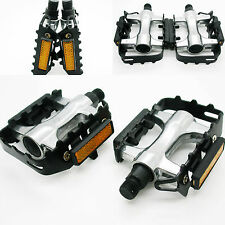 Pedales para bicicleta en Aluminio con Reflectante y Apertura de Calapies 2648