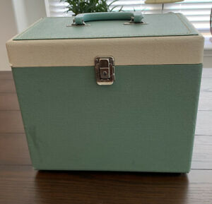 Vintage Singer White Featherweight Model 221 K Portable Sewing Machine W Case