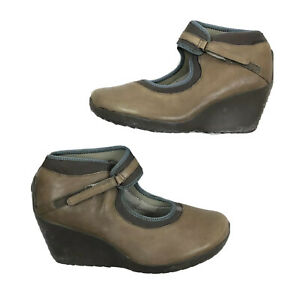 tsubo brown blue Mary Jane closed toe wedge heels size 9.5