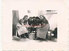 Foto, Weibl. servizio di lavoro, pommerzig 1940, patate pelare (N) 19227