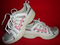 Nike Athletic Girl's Shoes Size 5.5Y