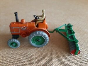 VINTAGE DINKY MARSHALL TRACTOR No 301 COMPLETE WITH DISC ROLLER & FARMER