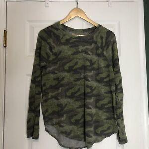 american eagle camouflage sweatshirt (S)