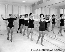 Tänzer auf Helena Rubenstein Studio, New York City - 1961-Vintage Foto Druck