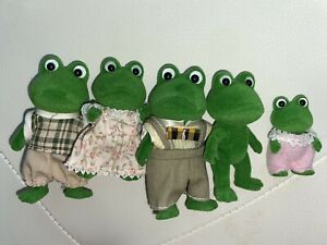 Calico Critters Sylvanian Family Frogs 5 Figures Clothing