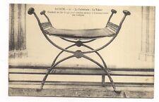 bayeux ,  la cathédrale , le trésor ,fauteuil en fer forgé