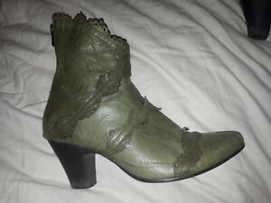 DJANGO AND JULIETTE Olive Green Soft Leather Ankle Boots Heel Pixie Boho 40 8.5