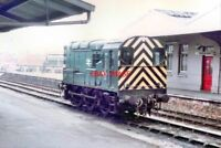 PHOTO  1982 CLASS 08 NO 08537 AT GRIMSBY RAILWAY STATION CLASS 08 0-6-0 DIESEL S