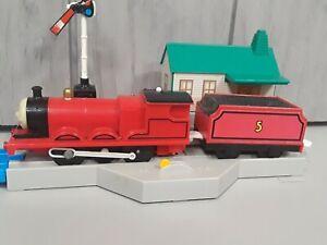 James - 2002 Motor Trackmaster/Tomy Thomas The Tank Engine & Friends Train - GUC