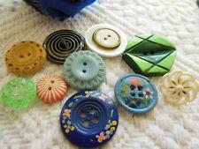 panaché lot 10 anciens jolis boutons travaillé diamètre 1,3  à 2,2 cm ref 2519