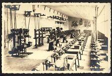 Carte Photo Ancienne de 1941 LYON Atelier d'Ajusteur Mécanicien DRAPEAUX PÉTAIN