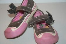 r- SHOES BABY/TODDLER SZ 6 MARY JANES BROWN CANVAS BOW ACCENTGENTLY USED SO CUTE