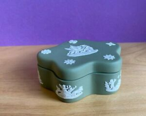 WEDGWOOD  GREEN  JASPER JASPERWARE PENTEFOIL SHAPED   CANDY/ TRINKET BOX 1957