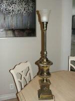 ANTIQUE LAMP TALL HEAVY WEIGHT BRASS FEDERALIST HOLLYWOOD REGENCY BED BREAKFAST