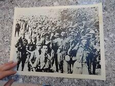 printed  LRGE  PRINT PHOTO  ORIGL AUTHENTIC PRESS WW2 BRITISH POWS SINGAPORE ?