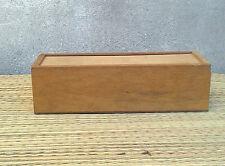 Ancienne boite en bois de dominos, jeux retro, vintage, art pop, old game box