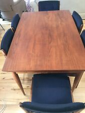 extendable dining table With 8 Chairs.