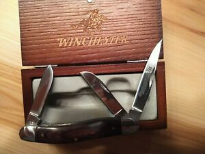 Winchester 3 Blade Knife in Wood Presentation Box