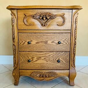 OAKWOOD INTERIORS VERSAILLES END TABLE / NIGHTSTAND CARVED RED OAK EXCELLENT USA