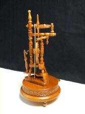 alte mechanische Spieluhr Spieldose Holz - Spinnrad funktionstüchtig 23,9 cm