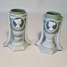 🔅  paire de petits vases biscuit Wedgwood ? médaillons