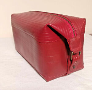 Elvis and Kresse Reclaimed Firehose Large Wash Bag - Red