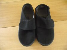 Boys black school plimsolls  size 9  TU