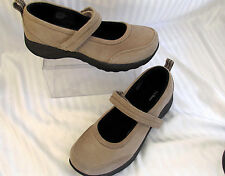 WOMENS 9M  LL BEAN TAUPE NUBUCK SUEDE MARY JANE SHOES D 278614 VERY GOOD COND.