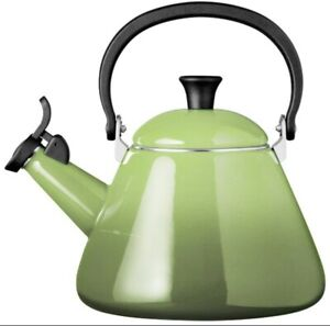 NIB BEAUTIFUL LE CREUSET PALM GREEN WHISTLING TEA KETTLE 1.7 QT ENAMELED STEEL