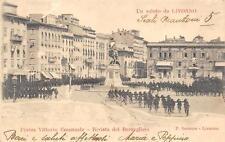 2694) LIVORNO, PIAZZA VITTORIO EMANUELE, RIVISTA DEI BERSAGLIERI VIAGGIATA 1904