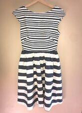 Women's Donna Morgan Gray/White Striped Short Sleeve Bow Back Dress - Size 2
