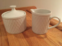 Oneida Wicker Basket Weave White Creamer & Lidded Sugar Bowl Set Lid NWOB MINT