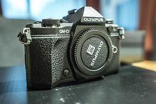 Olympus OM-D E-M5 Mark II + 3 BATTERIE Boxed + Flash