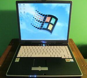 Retrogaming laptop Fujitsu Siemens Amilo Pro V7010 Windows 98/XP Radeon 9000 IGP