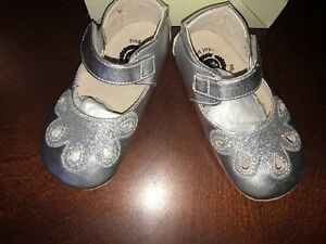 Livie & Luca Toddler Girl Platinum Shimmer Mary Jane Petal Shoes 18-24 Mths New