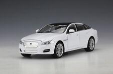 Welly 1:24 Jaguar XJ Diecast Metal Model Car White New in Box