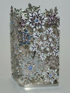 BATH & BODY WORKS BLUE WHITE SNOWFLAKES FOAMING HAND SOAP HOLDER