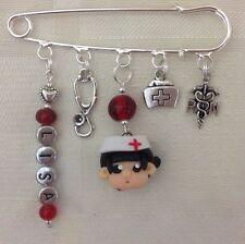 Enfermera Personalizado 5 encanto Kilt Pin Broche/Bolsa Pin con su elección de color
