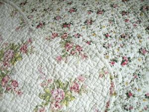 PRETTY COTTON QUILTED BED COVER ROSE BUDS