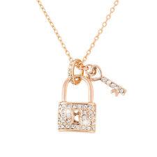 18K Chapado en Oro Rosa De Bloqueo y Llave Colgante Collar de cristal (H42/3)