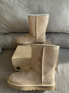 NIB UGG WOMENS CLASSIC SHORT METALLIC SNAKE BOOTS GOLD US Size 8 STYLE Authentic
