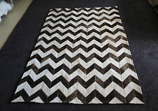 A STUNNING SILKY WHITE & CHOCOLATE BROWN CHEVRON STYLE 1.5 X 2 METRE COWHIDE RUG