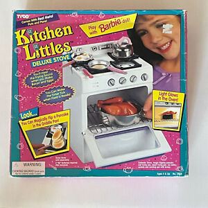 1995 Vintage Tyco Kitchen Littles Barbie DELUXE STOVE / OVEN w/ Food Pots Pans