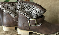 Deb Shoes Women's Size 9 Brown Ankle Boots  With Beautiful Design Material