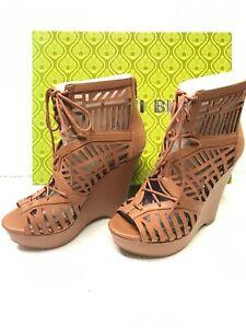 Gianni Bini  Cut Out Leather with Peep Toe Wedge Heel Shoe Size 8.5 New